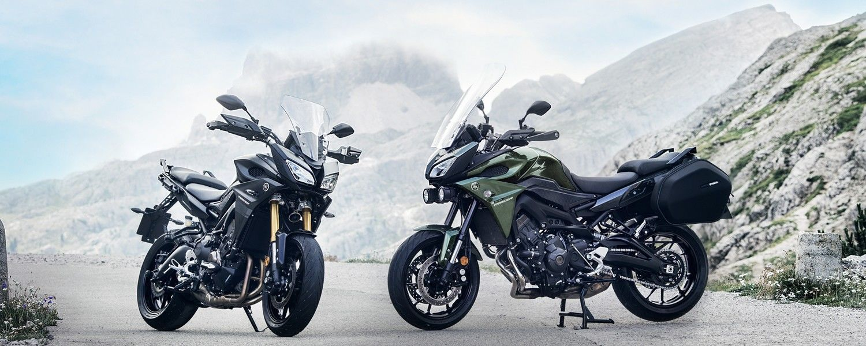 2017-Yamaha-Tracer-900-EU-Yamaha-Blue-Static-006