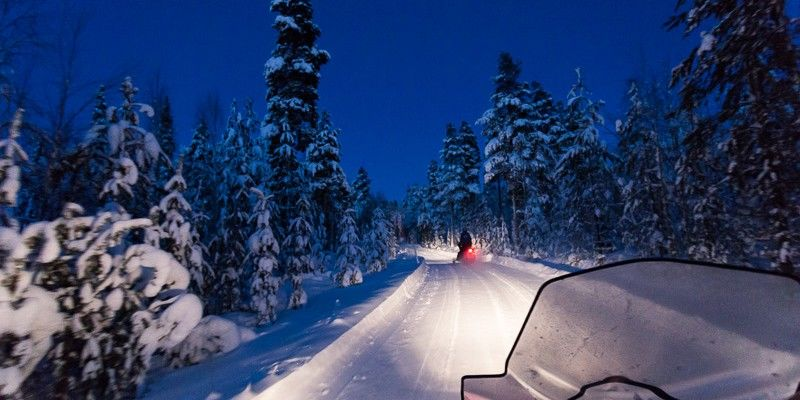 Searching-for-northern-lights-by-snowmobiles
